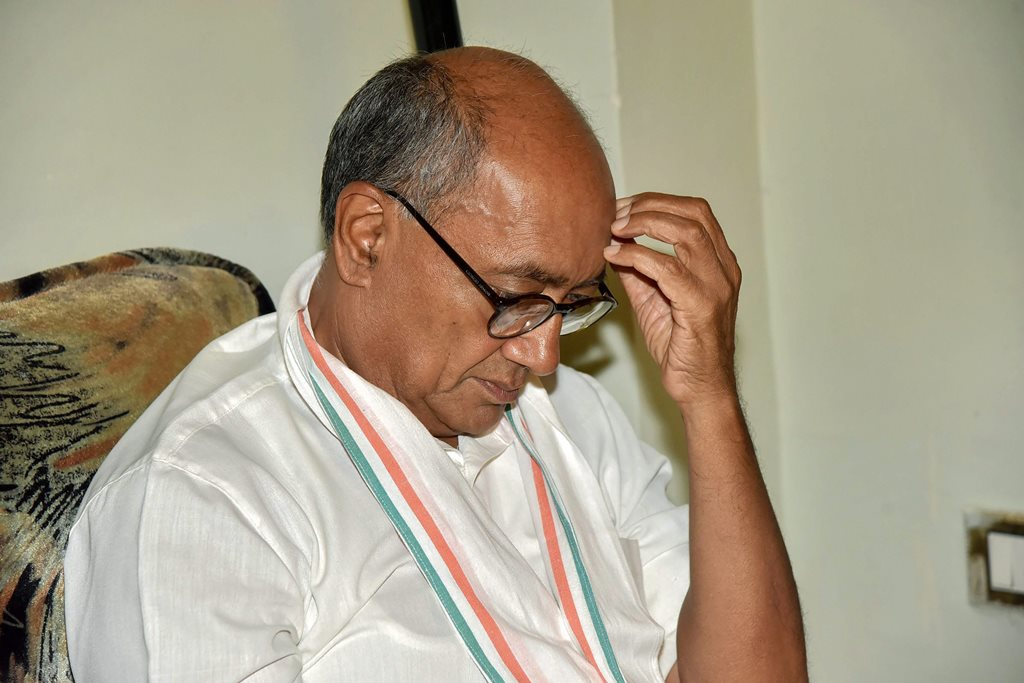 Patna: Congress leader Digvijay Singh during a meeting with Bihar party leaders, in Patna, Wednesday, Oct 3, 2018. (PTI Photo) (PTI10_3_2018_000107B)