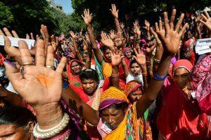 New Delhi: Senior citizens during a protest demanding entitlement of universal old age pension, at Jantar Mantar in New Delhi, Sunday, Sept. 30, 2018. (PTI Photo/Arun Sharma)(PTI9_30_2018_000097B)