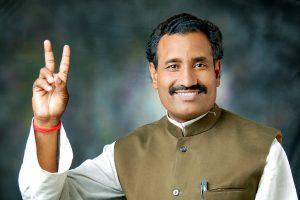 उत्तर प्रदेश के भदोही से भाजपा विधायक रवींद्र नाथ त्रिपाठी (फोटो साभार: www.facebook.com/ravindranath.tripathi.54)