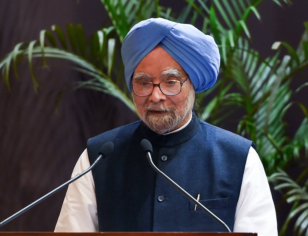 New Delhi: Former prime minister Manmohan Singh addresses after 'Indira Gandhi Prize for Peace, Disarmament for 2017, and Development' was conferred upon him, in New Delhi, Monday, Nov. 19, 2018. (PTI Photo/Shahbaz Khan) (PTI11_19_2018_000202B)