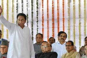 Bhopal: Newly-sworn in Madhya Pradesh Chief Minister Kamal Nath waves at the crowd during his swearing-in-ceremony, in Bhopal, Monday, Dec. 17, 2018. Also seen are NC chief Farooq Abdullah (L), NCP chief Sharad Pawar, former MP CM Shivraj Singh Chouhan and others. (PTI Photo) (PTI12_17_2018_000122)