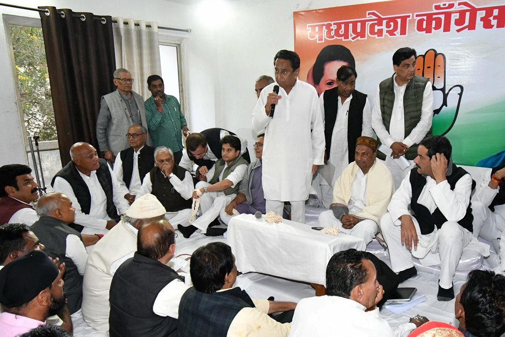 Bhopal: Madhya Pradesh Congress President Kamal Nath with AICC Observor AK Antony and Jitendra Singh, senior party leaders Jyotiraditya Scindia , Digvijaya Singh and others during Madhya Pradesh Congress Legislative Party Meeting, in Bhopal, Wednesday, Dec. 12, 2018. (PTI Photo) (PTI12_12_2018_000257)