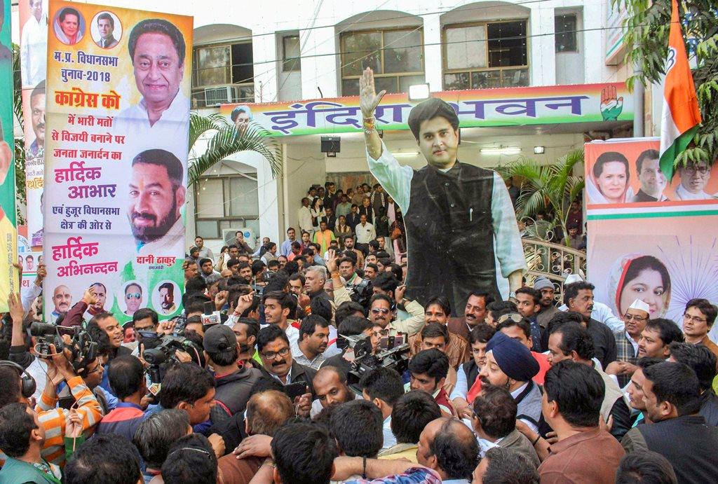 Bhopal: Supporters of Congress leader and MP Jyotiraditya Scindia and Madhya Pradesh Congress President Kamal Nath gather in support of their leaders before the start of Congress Legislature Party meeting at PCC headquarters in Bhopal, Thursday, Dec 13, 2018. Both the leaders are front-runners for the chief minister's post. (PTI Photo) (PTI12_13_2018_000180)