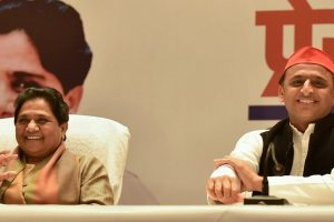 Lucknow: BSP supremo Mayawati and Samajwadi Party President Akhilesh Yadav during a joint press conference, in Lucknow, Saturday, Jan. 12, 2019. (PTI Photo/Nand Kumar) (PTI1_12_2019_000113B)