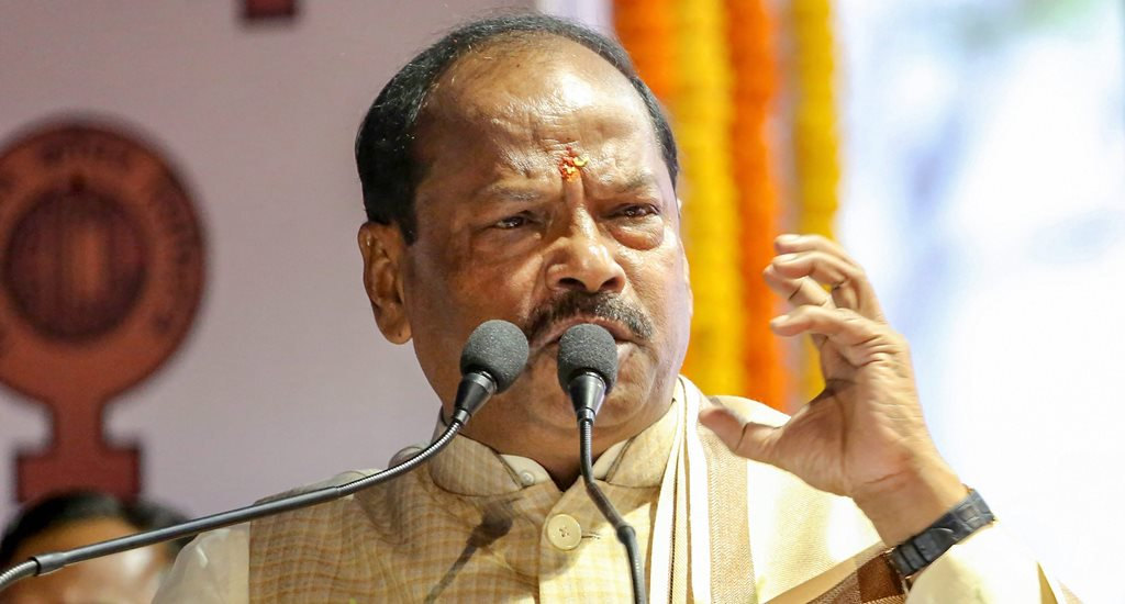 Jamshedpur: Chief Minister of Jharkhand Raghubar Das addresses the gathering during reopening ceremony of Chapri Rakha Mines at Jadugora area near Jamshedpur, Saturday, Feb 2, 2019. (PTI Photo) (PTI2_2_2019_000196B)
