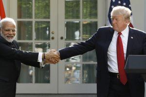 अमेरिकी राष्ट्रपति डोनाल्ड ट्रम्प के साथ भारतीय प्रधानमंत्री नरेंद्र मोदी (फाइल फोटो: रॉयटर्स)