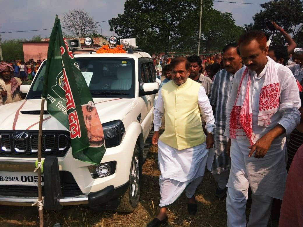 मधेपुरा क्षेत्र में एक चुनावी सभा के दौरान शरद यादव. (फोटो साभार: ट्विटर)