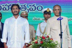 Vijayawada: YSR Congress Party President YS Jaganmohan Reddy with Andhra Pradesh Governor ESL Narasimhan during his swearing-in ceremony, at the Indira Gandhi Municipal Stadium in Vijayawada, Thursday, May 30, 2019. (PTI Photo) (PTI5_30_2019_000093B)