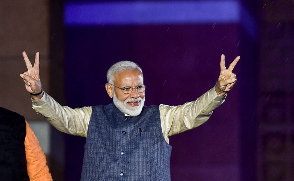 New Delhi: Prime Minister Narendra Modi flashes the victory sign as he arrives at the party headquarters to celebrate the party's victory in the 2019 Lok Sabha elections, in New Delhi, Thursday, May 23, 2019. (PTI Photo/Ravi Choudhary) (PTI5_23_2019_000464B)