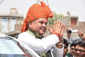 केंद्रीय मंत्री और मध्य प्रदेश की मुरैना लोकसभा सीट से भाजपा उम्मीदवार नरेंद्र सिंह तोमर. (फोटो साभार: फेसबुक)