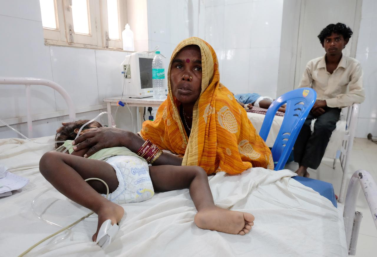 Relatives visit child patients who suffer from acute encephalitis syndrome at a hospital in Muzaffarpur, in the eastern state of Bihar, India, June 20, 2019. Picture taken on June 20, 2019. REUTERS/Alasdair Pal
