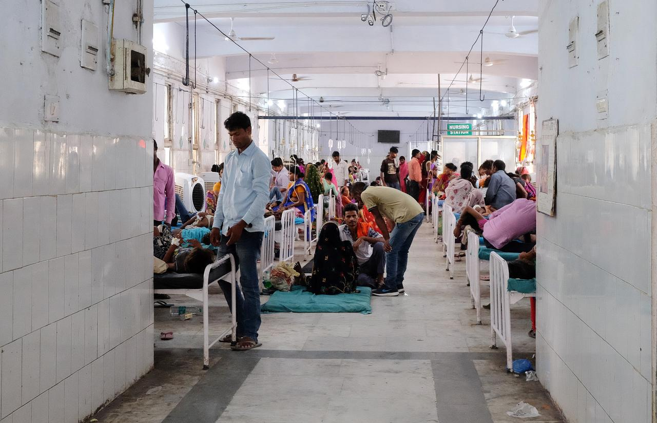 Relatives visit child patients who suffer from acute encephalitis syndrome in a hospital ward in Muzaffarpur, Bihar, June 19, 2019. REUTERS/Alasdair Pal