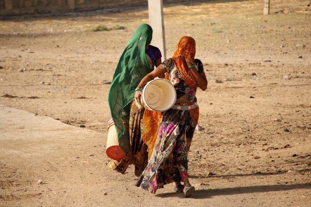 Beawar: Women carry vessels to collect drinking water on a hot summer day in Beawar, Rajasthan, Thursday, June 6, 2019. (PTI Photo)(PTI6_6_2019_000083B)