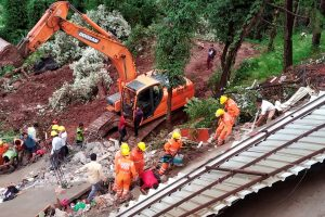Solan: NDRF men undertake rescue works after a building collapsed at Kumarhatti-Nahan road in Solan, Sunday, July 14, 2019. (PTI Photo) (PTI7_14_2019_000174B)