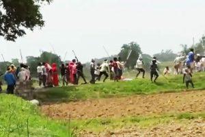 बीते 17 जुलाई को जमीन विवाद में सोनभद्र के उम्भा गांव में 10 लोगों की हत्या कर दी गई थी. (फोटो साभार: वीडियोग्रैब)