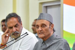 New Delhi: Senior Congress leader Dr Karan Singh addresses the media as party leaders (L-R) Anand Sharma, Ghulam Nabi Azad, Ambika Soni and P Chidambaram look on, in New Delhi, Saturday, Aug 3, 2019. (PTI Photo/Kamal Kishore) (PTI8_3_2019_000156B)