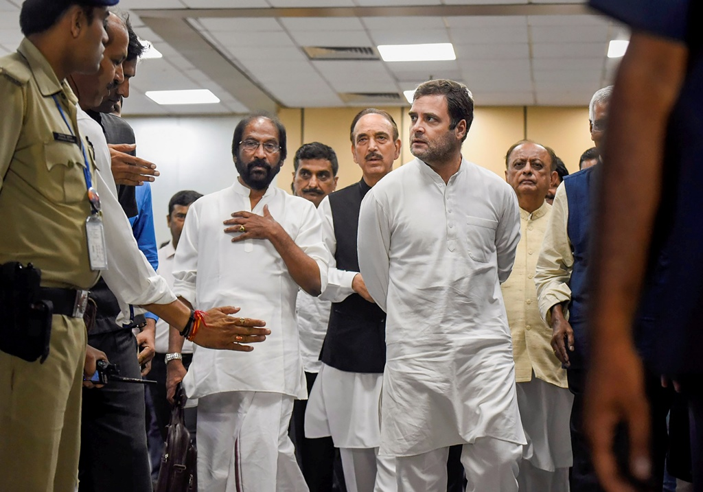 New Delhi: Congress leader Rahul Gandhi and Ghulam Nabi Azad return from Srinagar, at IGI airport in New Delhi, Saturday, Aug 24, 2019. A delegation of opposition leaders who visited Srinagar to assess the situation in the Kashmir Valley were sent back from the airport by J&K authorities. (PTI Photo/Ravi Choudhary)(PTI8_24_2019_000169B)