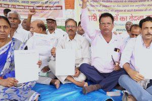 0909 Jantar Mantar Protest.00_19_34_03.Still002