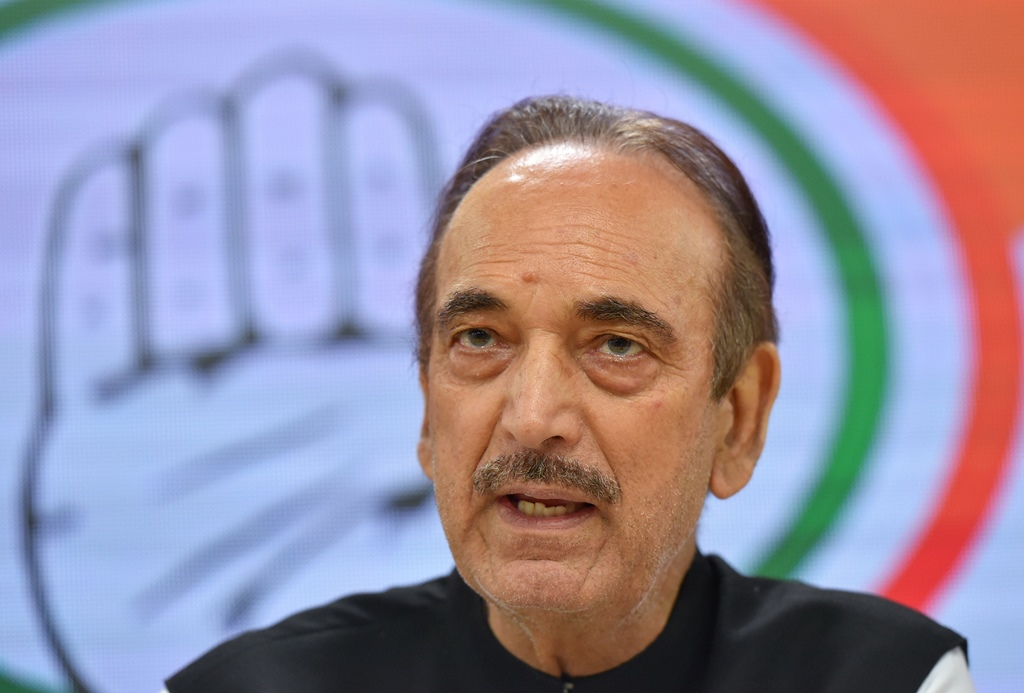 New Delhi: Senior Congress leader Ghulam Nabi Azad speaks during a news conference in which MLA's of various local parties in Haryana who joined Congress, in New Delhi, Sunday, Sept. 15, 2019. (PTI Photo/Kamal Kishore) (PTI9_15_2019_000167B)
