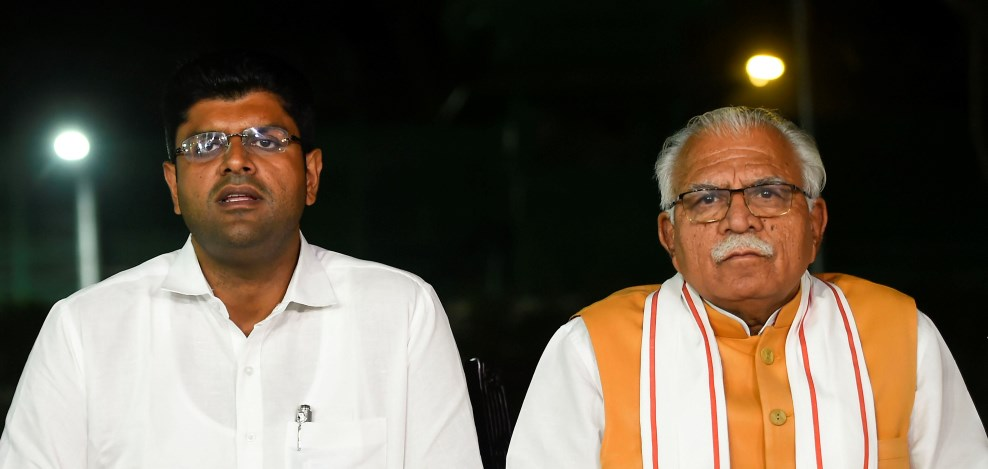 New Delhi: Haryana Chief Minister Manohar Lal Khattar and JJP leader Dushyant Chautala during a press conference in New Delhi, Friday, Oct. 25, 2019. (PTI Photo/Kamal Singh)(PTI10_25_2019_000216B)