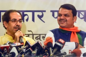 Mumbai: Maharashtra Chief Minister Devendra Fadnavis with Shiv Sena Chief Uddhav Thackeray announces Maha Yuti (Grand alliance), in Mumbai, Friday, Oct. 4, 2019. (PTI Photo) (PTI10_4_2019_000318B)