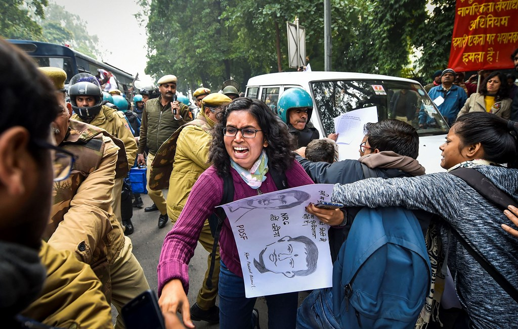 New Delhi: Protestors detained by police for defying prohibitory orders imposed by the Delhi Police in the area during an anti-Citizenship Act protest, at Mandi House, in New Delhi, Thursday, Dec. 19, 2019. (PTI Photo/Manvender Vashist)(PTI12_19_2019_000060B)