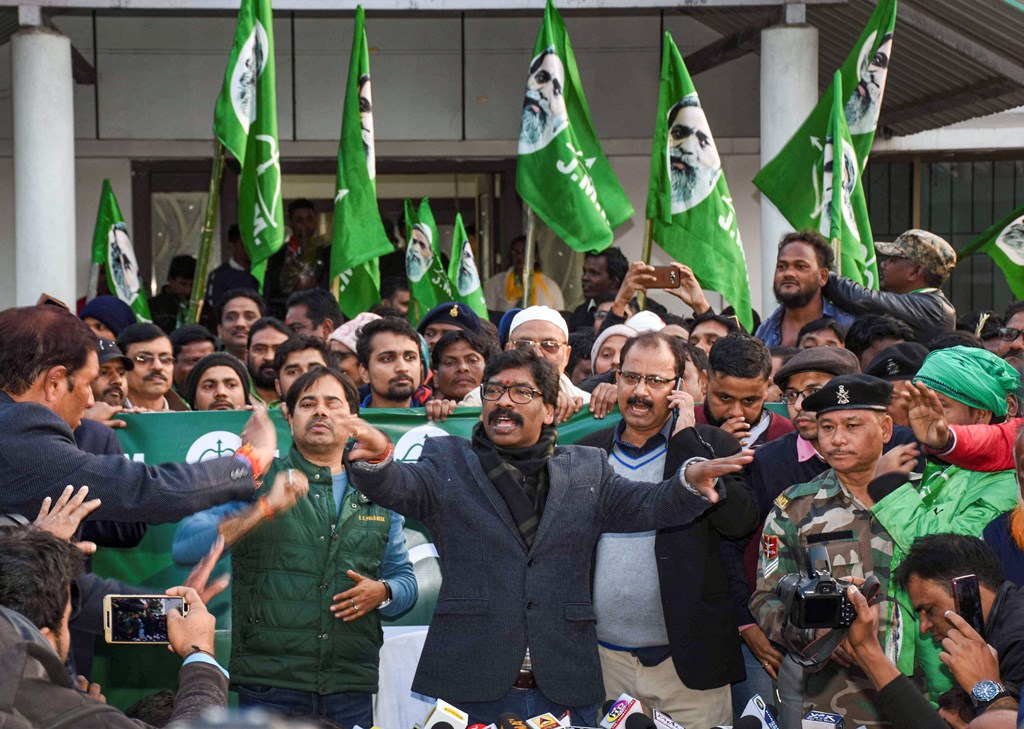 Ranchi: Jharkhand Mukti Morcha (JMM) working president Hemant Soren addresses a press conference as JMM and Congress alliance lead in the Jharkhand Assembly election results, in Ranchi, Monday, Dec. 23, 2019. (PTI Photo)