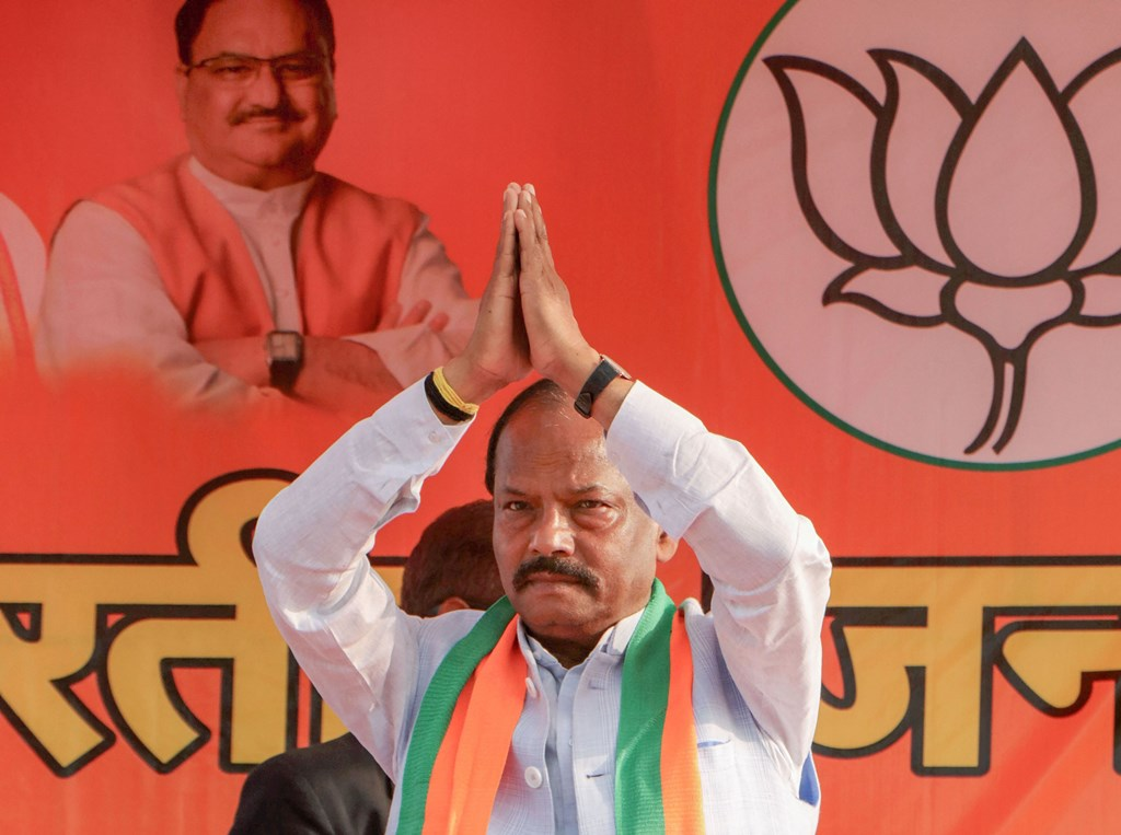 West Singhbhum: Jharkhand Chief Ministers Raghubar Das greets a gathering during an election campaign rally for the forthcoming Jharkhand Assembly elections, at Chakradharpur in West Singhbhum district, Friday, Nov. 29, 2019. (PTI Photo)(PTI11_29_2019_000171B)