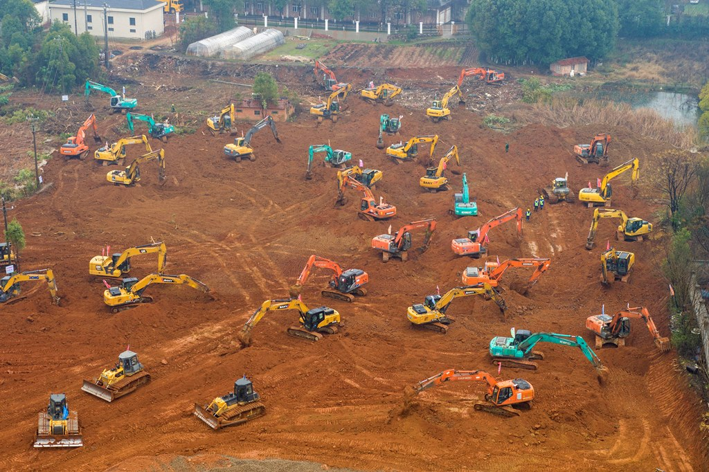 Wuhan: Heavy equipment works at a construction site for a field hospital in Wuhan in central China's Hubei Province, Friday, Jan. 24, 2020. China is swiftly building a 1,000-bed hospital dedicated to patients infected with a new virus that has killed 26 people, sickened hundreds and prompted unprecedented lockdowns of cities during the country's most important holiday. AP/PTI(AP1_24_2020_000165B)