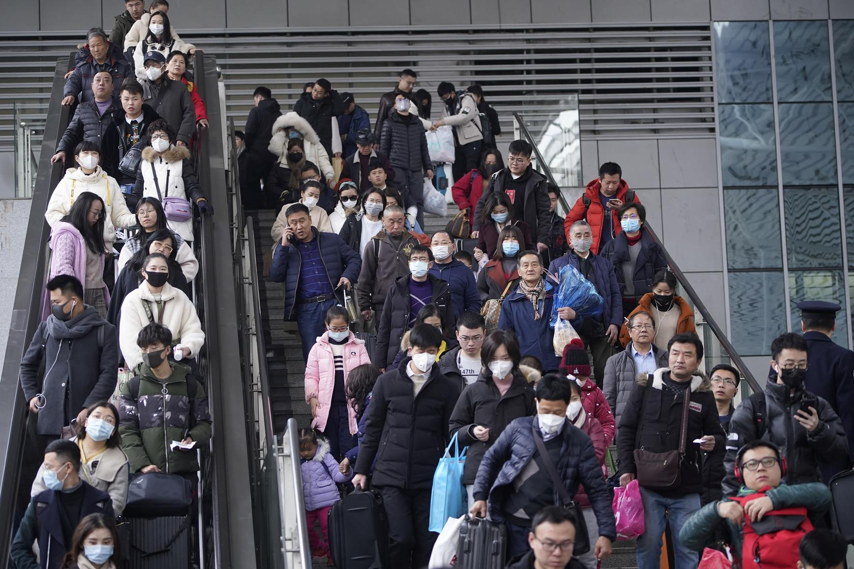 Passengers wearing masks are seen at Shanghai railway station in Shanghai, China January 21, 2020. REUTERS/Aly Song