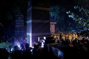 05 जनवरी 2020 की रात जेएनयू के गेट पर तैनात पुलिस. (फोटो: रॉयटर्स)