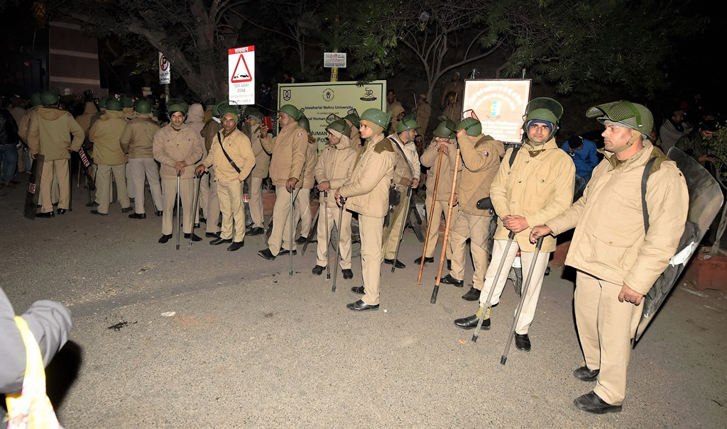 New Delhi: Policemen at out side of the JNU after some masked miscreants attacked in the campus, New Delhi, Sunday, Jan 05, 2020. (PTI Photo/Shahbaz Khan) (PTI1 5 2020 000192B)