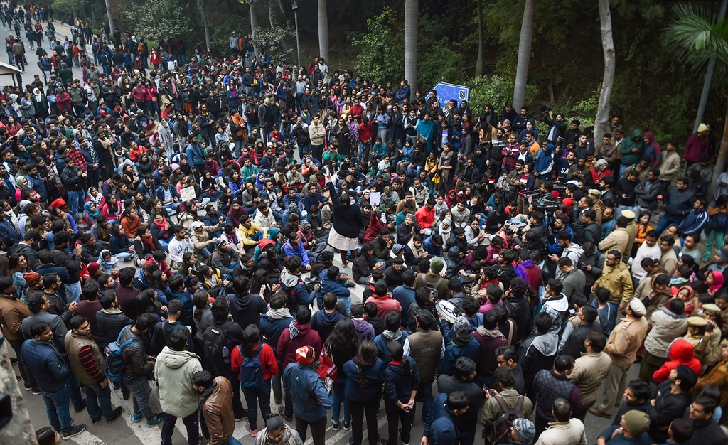New Delhi: Sstudents stage a protest over the Sunday's violence, at the main gate of the Jawaharlal Nehru University (JNU) in New Delhi, Monday, Jan. 6, 2020. A group of masked men and women armed with sticks, rods and acid allegedly unleashed violence on the campus  of the University, Sunday evening. (PTI Photo/Atul Yadav) (PTI1_6_2020_000073B)(PTI1_6_2020_000103B)