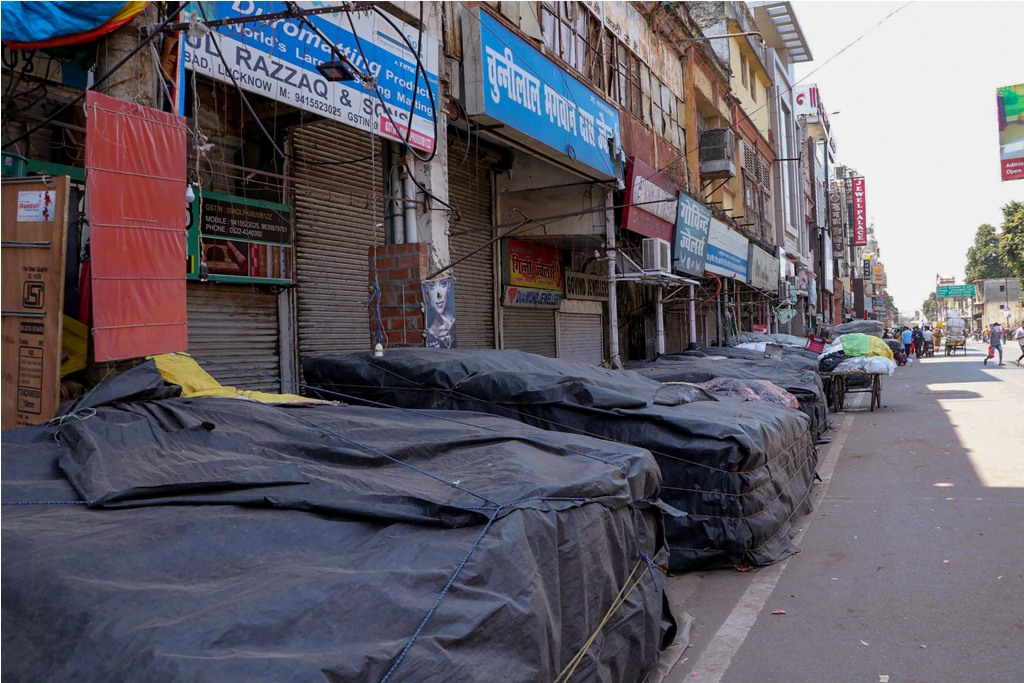 Lucknow: Aminabad market is closed due to the  coronavirus pandemic, in Lucknow, Saturday, March 21, 2020. (PTI Photo/Nand Kumar)(PTI21-03-2020_000275B)