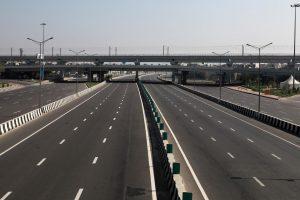कोरोना वायरस के चलते राजधानी दिल्ली समेत कई राज्यों ने लॉकडाउन की घोषणा की है. (फोटो: रॉयटर्स)