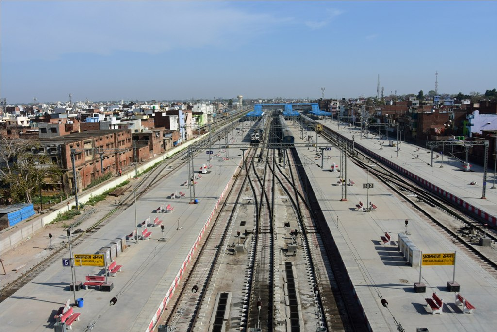 Prayagraj: Prayagraj Sangam Tailway Terminal wears a deserted look due to closure of train services, during day-2 of a nationwide lockdown imposed in the wake of coronavirus pandemic, at a market in Prayagraj, Thursday, March 26, 2020. (PTI Photo)(PTI26-03-2020 000027B)