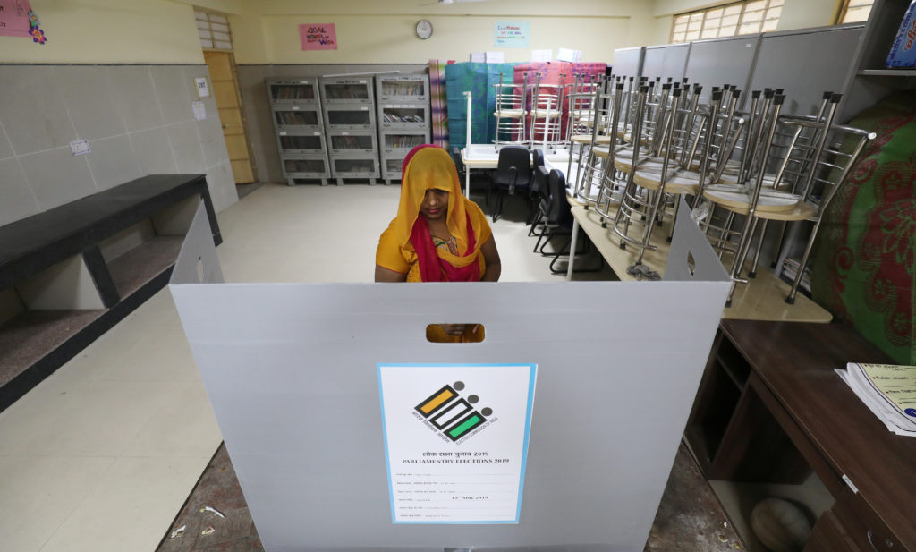 A woman casts her vote at a polling station during the sixth phase of the general election, in New Delhi, India, May 12, 2019. REUTERS/Anushree Fadnavis - RC1C65C4F5F0