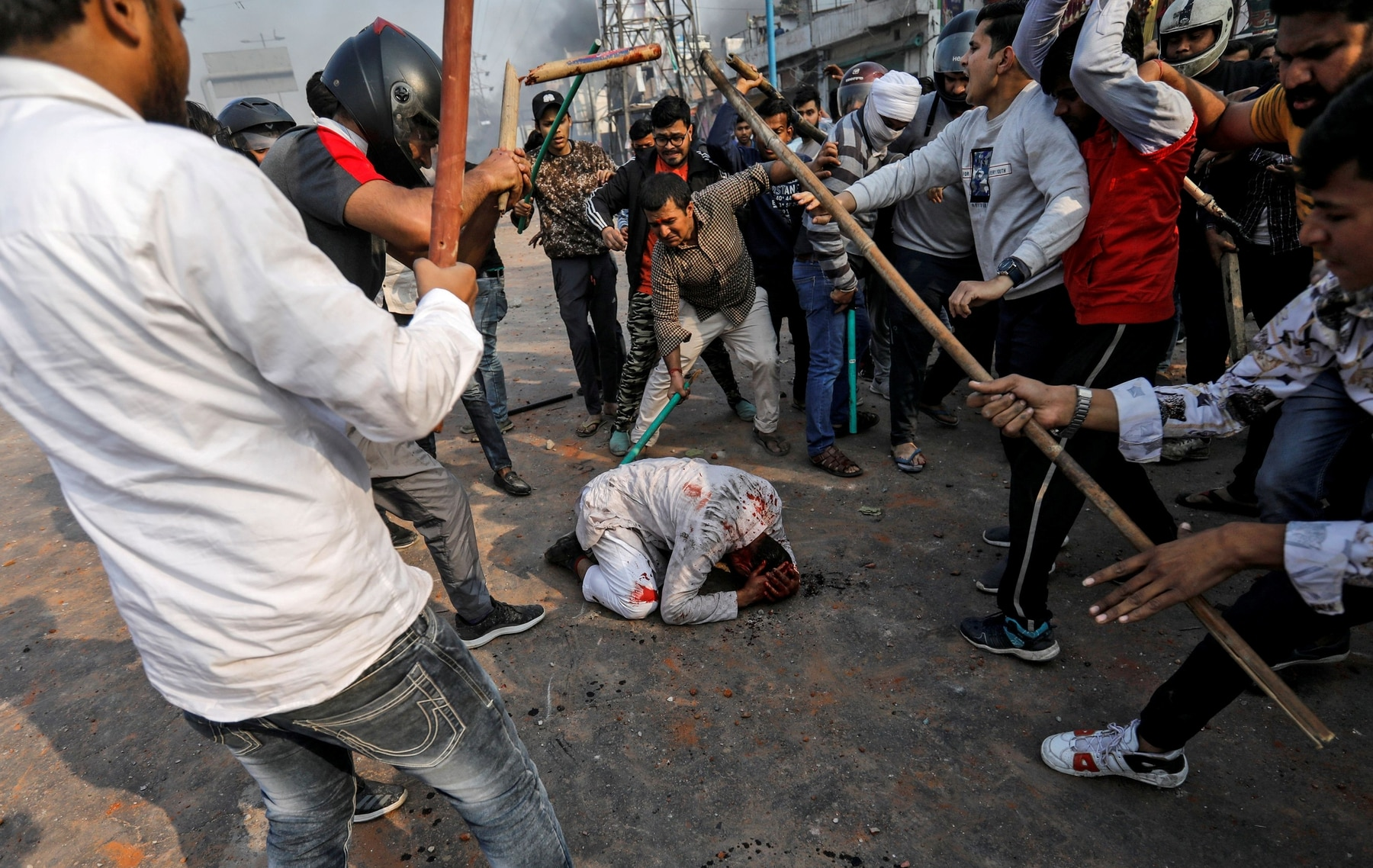 People supporting the new citizenship law beat a Muslim man during a clash with those opposing the law in New Delhi, February 24, 2020. REUTERS/Danish Siddiqui
