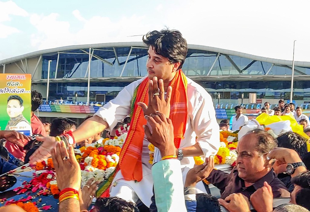 Bhopal: BJP leader Jyotiraditya Scindia being welcomed by his supporters on his arrival at Bhopal Airport, Thursday, March 12, 2020. (PTI Photo) (PTI12-03-2020_000190B)
