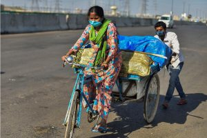 New Delhi : A migrant family carry their belongings as they walk to their village, amid a nationwide lockdown in the wake of coronavirus pandemic, near Delhi-UP Border in New Delhi, Sunday, March 29, 2020. (PTI Photo/Ravi Choudhary)(PTI29-03-2020 000020B)