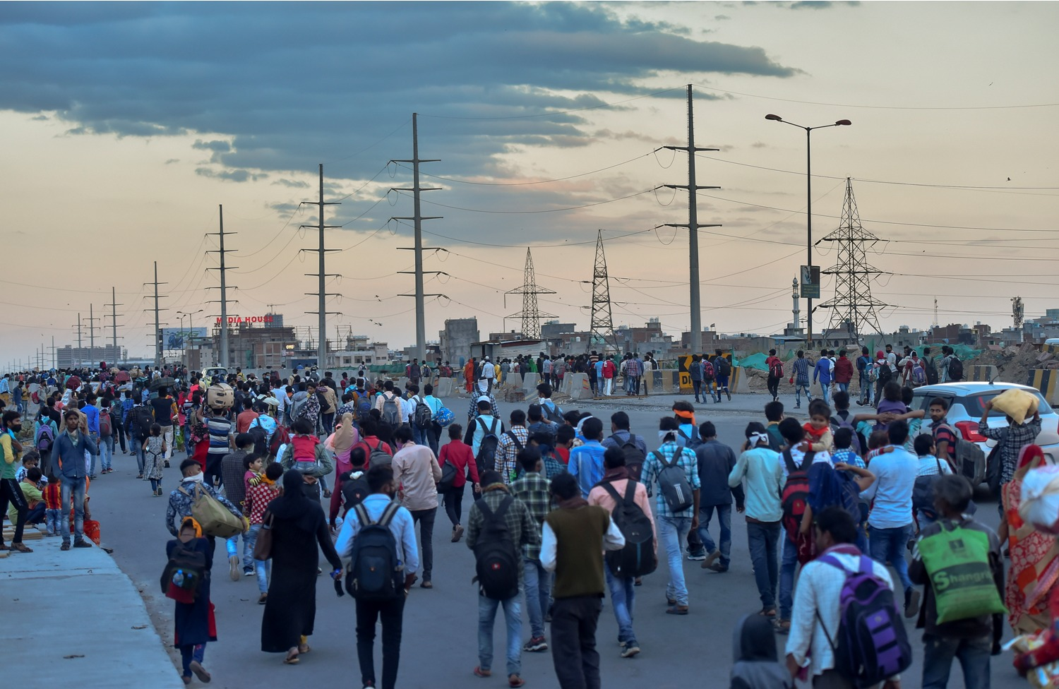 New Delhi : A group of migrant workers walk to their native places amid the nationwide complete lockdown, on the NH24 near Delhi-UP border in New Delhi, Friday, March 27, 2020. (PTI Photo/Ravi Choudhary)(PTI27-03-2020 000237B)