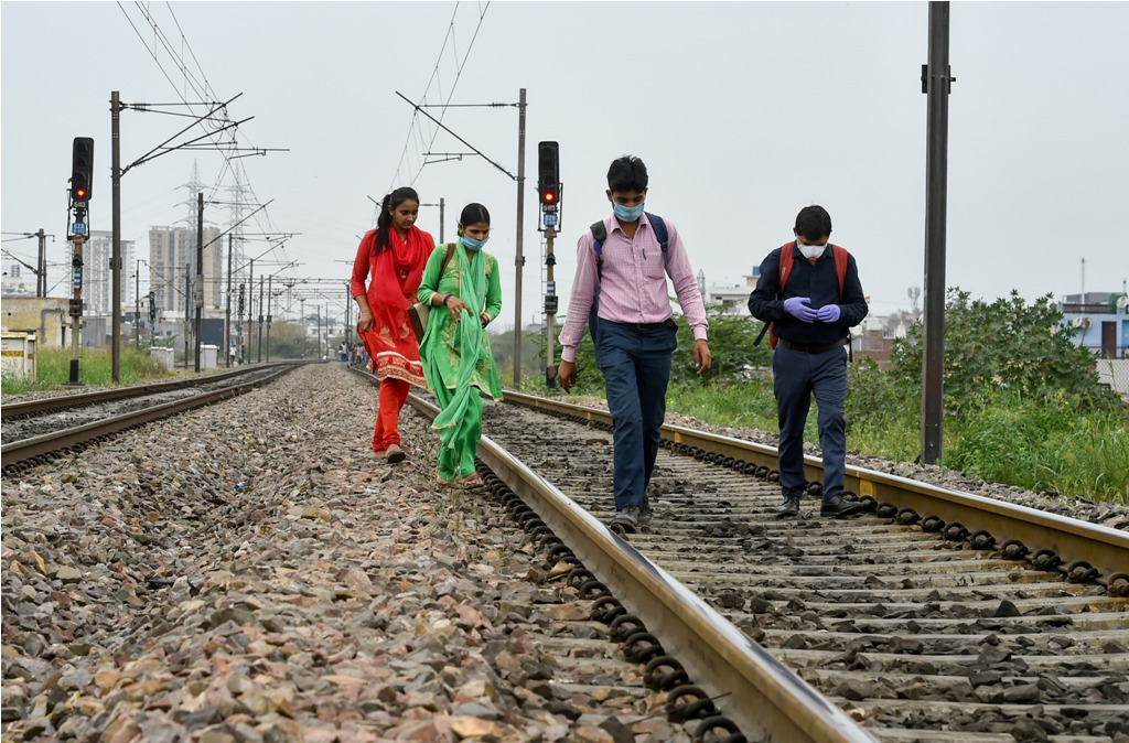 Ghaziabad: Migrant workers walk on railway tracks after they couldnt find any transport to return to their native places, during a 21-day nationwide lockdown to limit the spread of coronavirus, in Ghaziabad, Thursday, March 26, 2020. (PTI Photo/Arun Sharma)