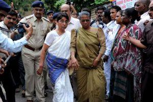पूर्व मुख्यमंत्री नरेंद्र मोदी सरकार में राज्य की महिला एवं बाल विकास मंत्री माया कोडनानी (फोटो: पीटीआई)
