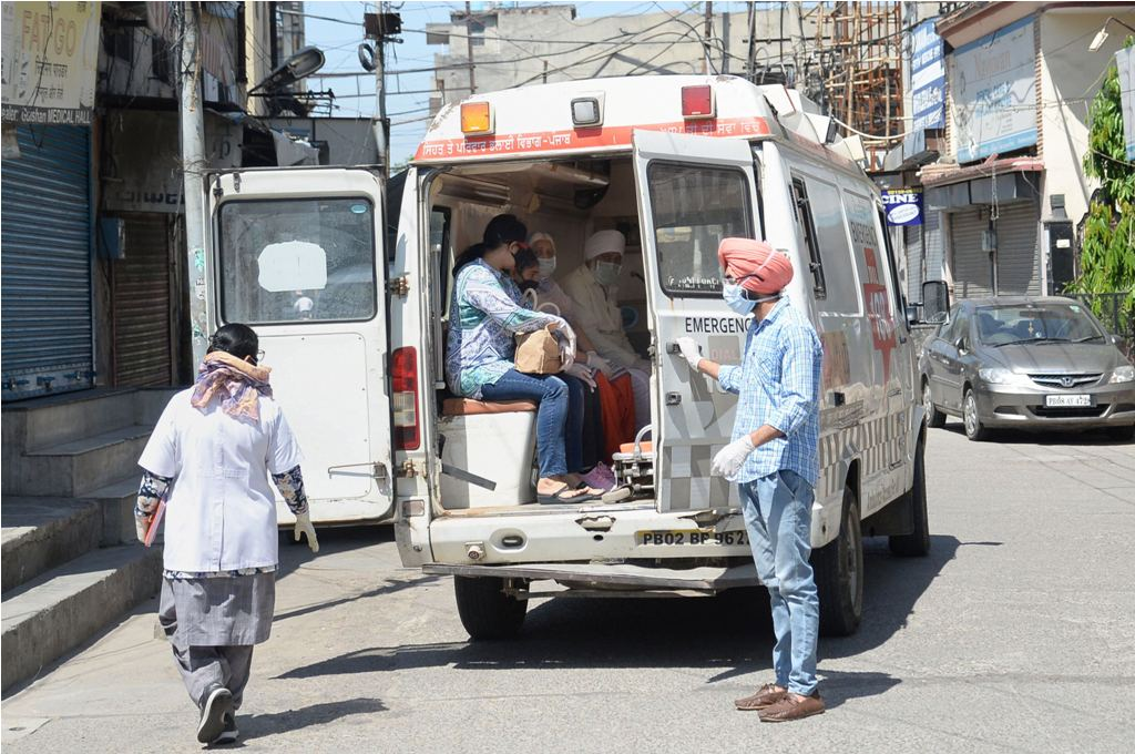 Jalandhar: A family suspected to be COVID-19 positive being taken to a hospital, during a government-imposed nationwide lockdown as a preventive measure against the spread of coronavirus, in Jalandhar, Wednesday, April 22, 2020. (PTI Photo)(PTI22-04-2020_000074B)
