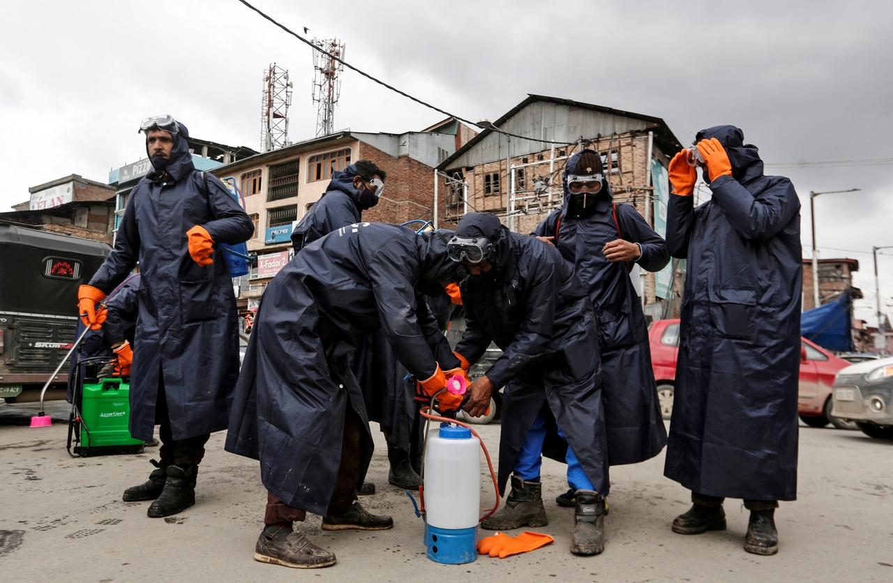 Municipal workers prepare to disinfect a mosque, amid coronavirus disease (COVID-19) fears, in Srinagar March 13, 2020. (Photo: REUTERS/Danish Ismail)