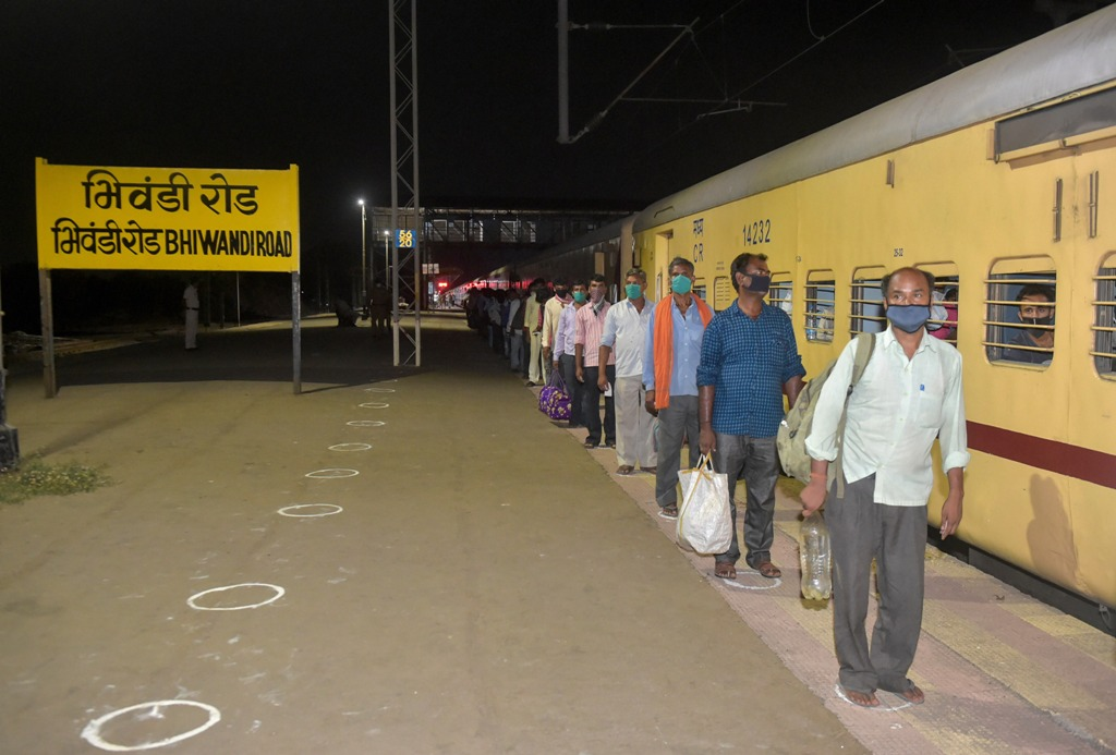 Bhiwandi: Migrants from various northern states of India board a special train for Gorakhpur, during the ongoing COVID-19 lockdown, in Bhiwandi, early Sunday, May 3, 2020. (PTI Photo/Mitesh Bhuvad)(PTI03-05-2020_000003B)