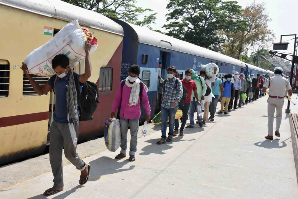 Patna: Migrants from Jaipur arrive by Shramik Special train at Danapur junction, during the nationwide lockdown to curb the spread of coronavirus, in Patna, Saturday, May 02, 2020. (PTI Photo)(PTI02-05-2020 000110B)