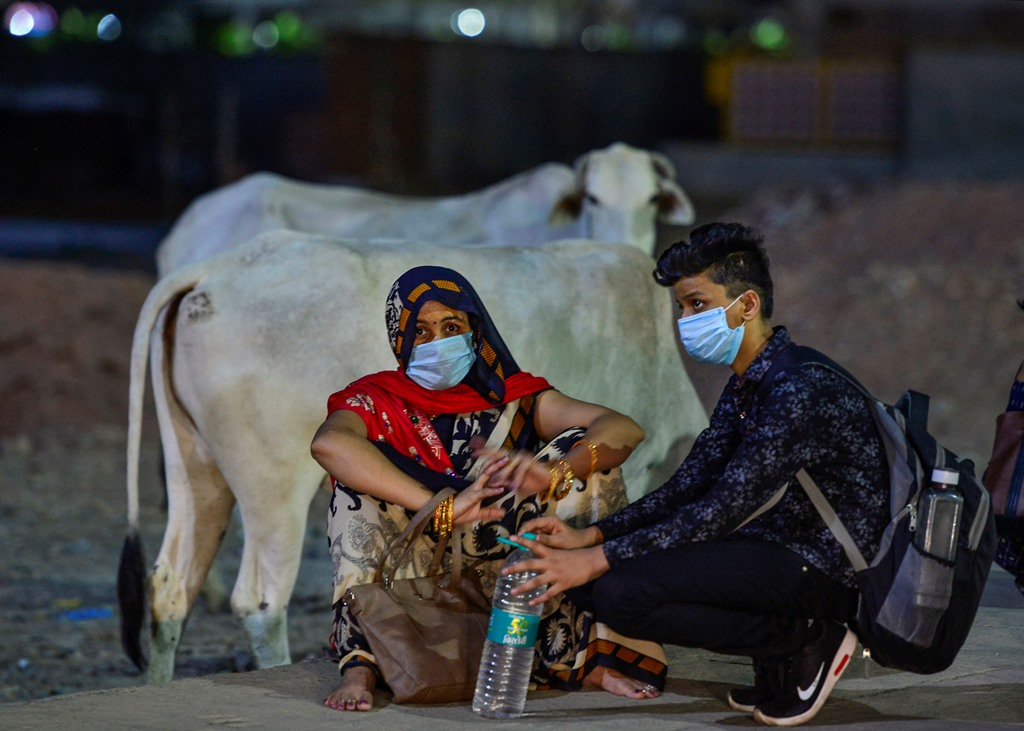 New Delhi: Migrant take rest near Ghazipur after being stopped by the police, during ongoing COVID-19 lockdown, in New Delhi, Monday, May 18, 2020. (PTI Photo/Kamal Kishore)(PTI18-05-2020 000328B