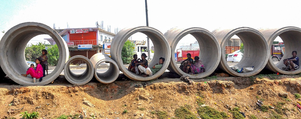Patna: Homeless people take shelter inside pipes kept along the national highway during the nationwide COVID-19 lockdown, in Patna, Tuesday, May 19, 2020. (PTI Photo)(PTI19-05-2020_000290B)