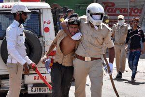 बीते चार मई को भी सूरत में मजदूरों ने घर भेजे जाने की मांग को लेकर प्रदर्शन किया था. (फाइल फोटो: रॉयटर्स)